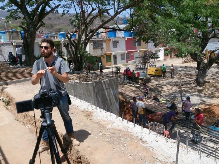 Entrevista a Antonio Yemail en Espacios de Paz de Barquisimeto. Image © José Tomás Franco