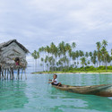 Badjao child rowing near coast. Image © idome via Shutterstock