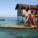 Badjao woman rowing boat. Image © Dolly MJ via Shutterstock