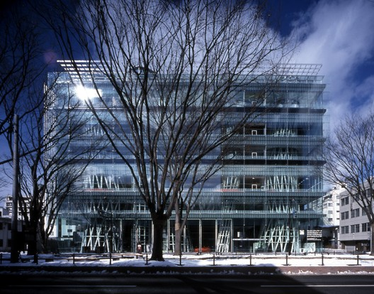 Sendai Mediatheque. Image © Nacasa & Partners Inc