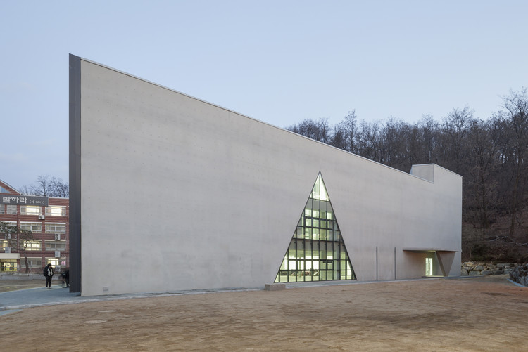 DH Escuela Triangular  / NAMELESS Architecture, © Sun Namgoong