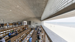 Biblioteca en la costa  / Vector Architects