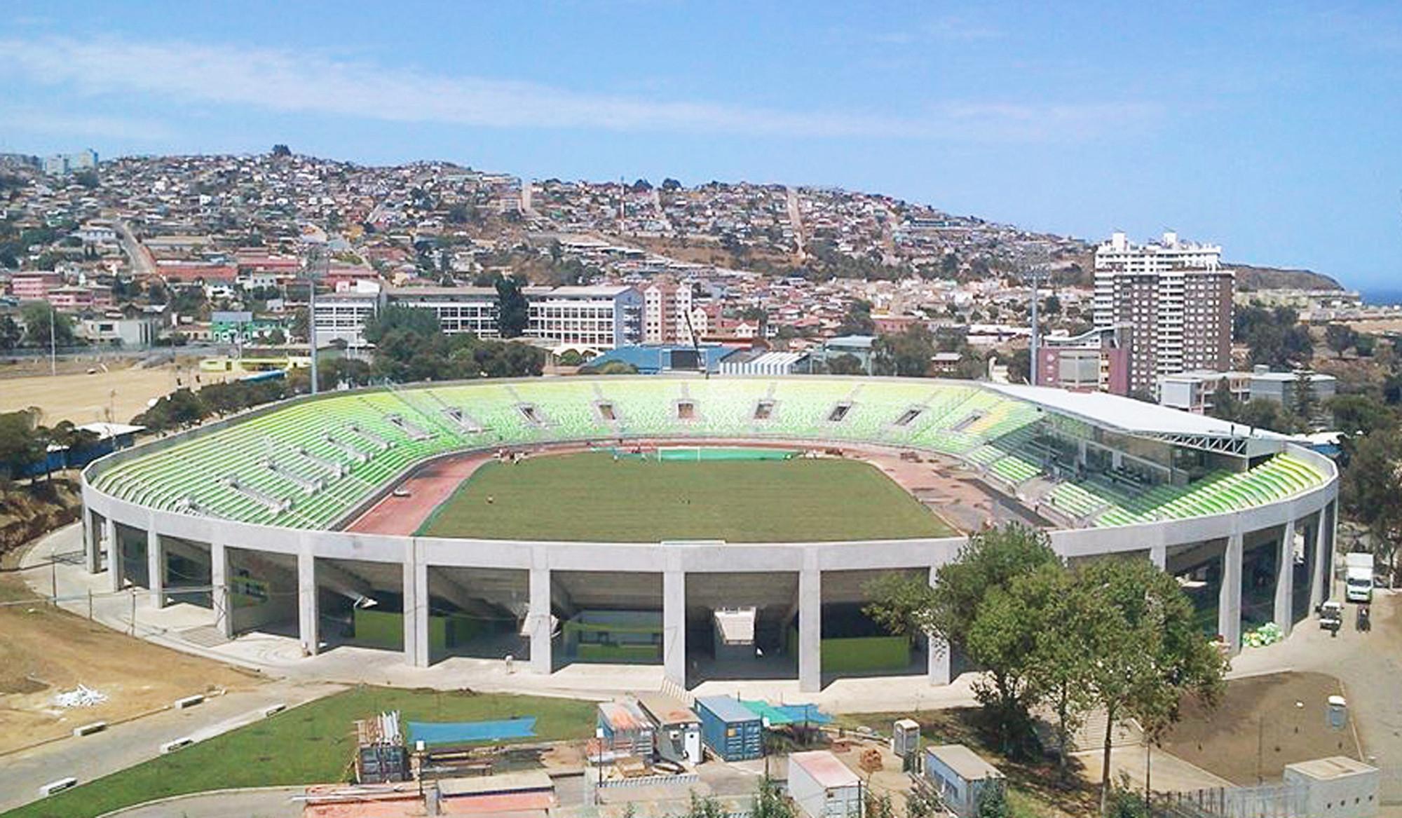 Estadio Elias Figueroa Brander de Valparaíso . Image © Courtesy of Gerardo Marambio + Claudio Aceituno + Mauricio Carrión + Claudio Palavecino