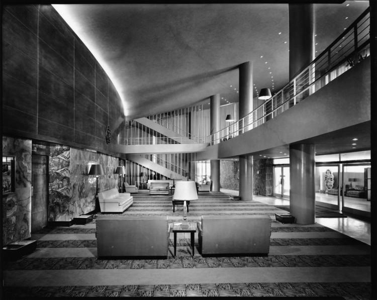 CINE ERMITA (1951). JUAN SORDO MADALENO. Impresión B/N . Image © Sordo Madaleno Arquitectos, fotografía por Guillermo Zamora