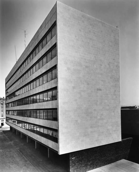 POLICIA Y TRANSITO (1956). JUAN SORDO MADALENO. Impresión B/N . Image © Sordo Madaleno Arquitectos, fotografía por Guillermo Zamora