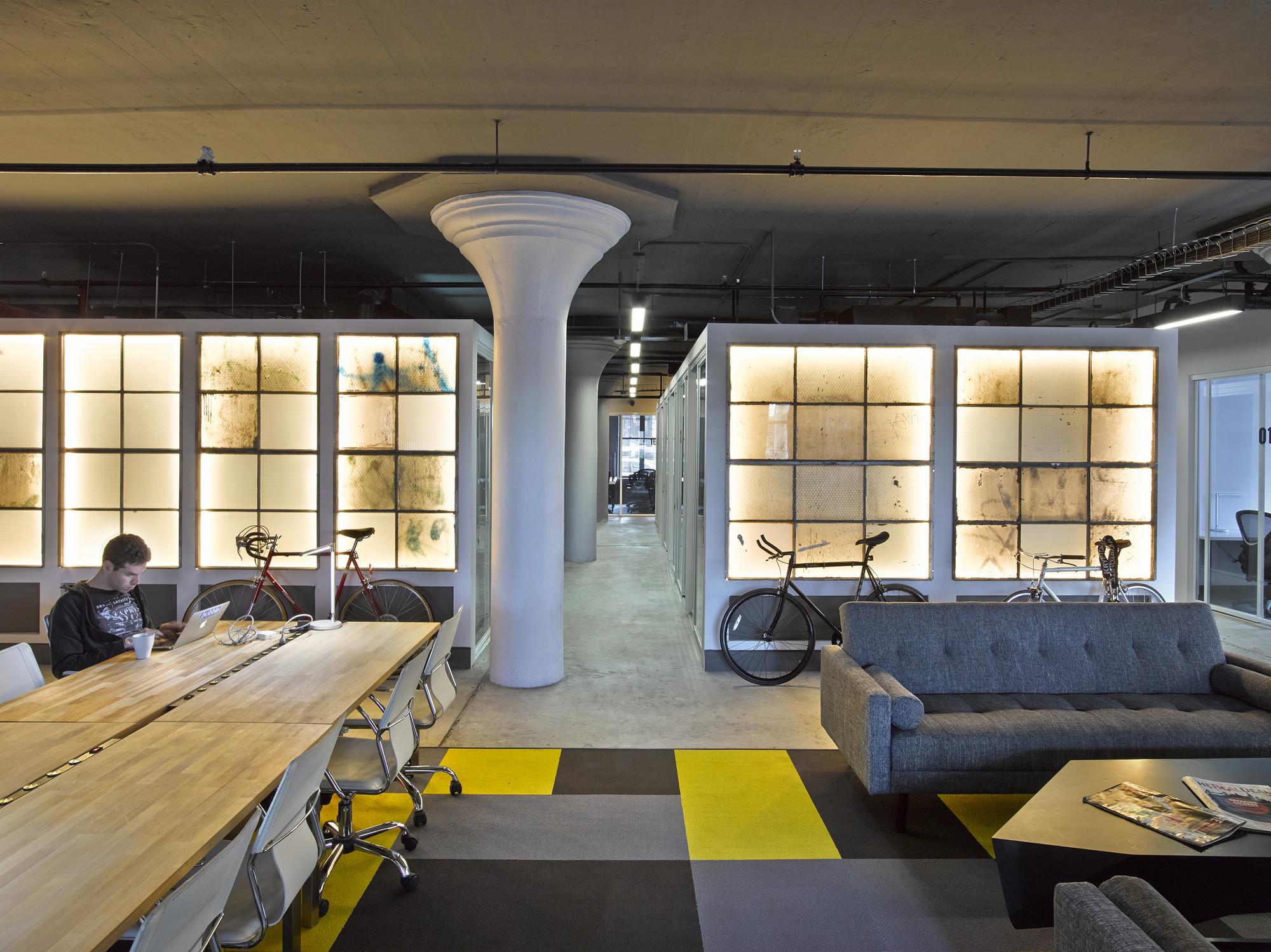 Brooklyn Desks / STUDIOSC, © Garrett Rowland