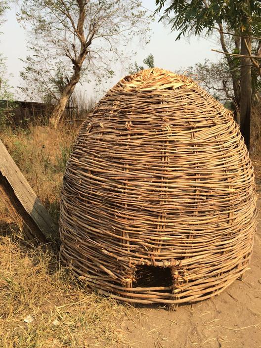 Etiopía: gallinero construido con cañas tejidas. Imagen © Abby Morris