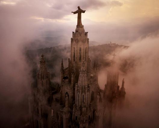 Iglesia del Sagrado Corazón en Barcelona, España. Imagen © Amos Chapple
