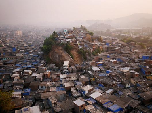 Barrios pobres de Mumbai. Imagen © Amos Chapple