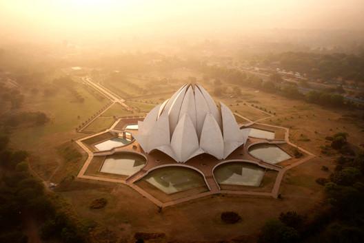 Templo del Loto en Nueva Delhi, India. Imagen © Amos Chapple