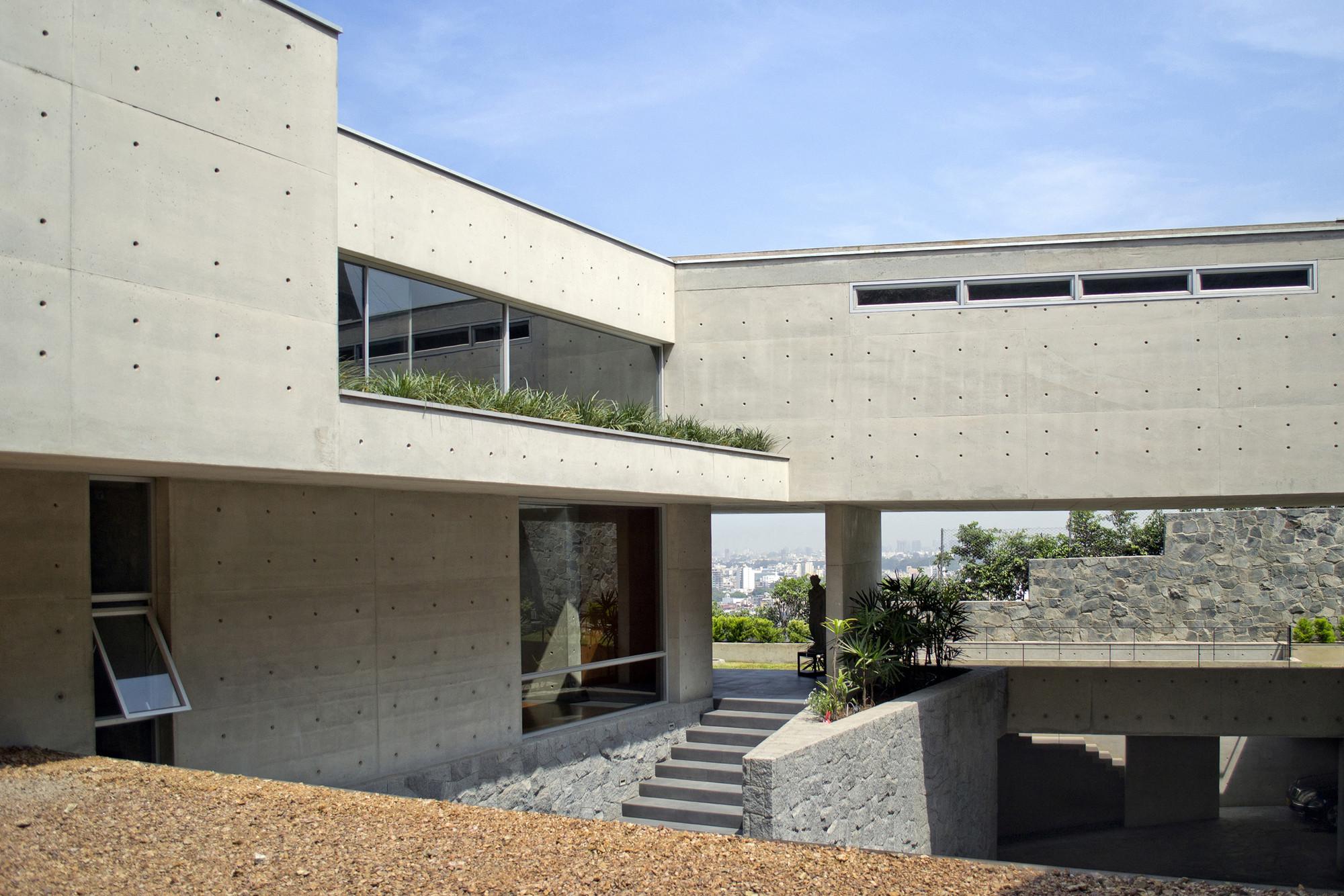 Casa en la ladera-II / Benavides & Watmough  arquitectos, © Stella Watmough