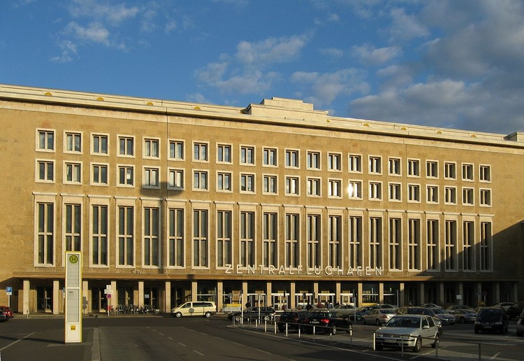 Tempelhof International Airport. Imagen © Alan Ford via Wikipedia