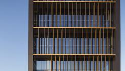 Office Building Kennedy-Wisconsin  / Alemparte-Morelli y Asociados Arquitectos