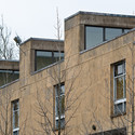 Classroom clerestory expression along Putnam Avenue, Cambridge, 2013. Image © Lee Dykxhoorn