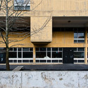 Classrooms open on exterior play space, Cambridge, 2013. Image © Lee Dykxhoorn