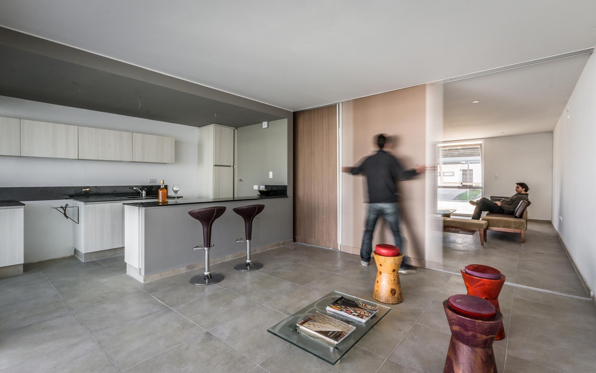 Galeria de casas geminadas estudio a 3 9 for Porte coulissante cuisine salon