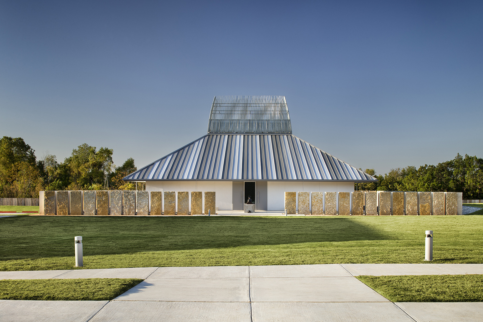 Chinmaya Mission Austin / Miró Rivera Architects, © Paul Finkel | Piston Design