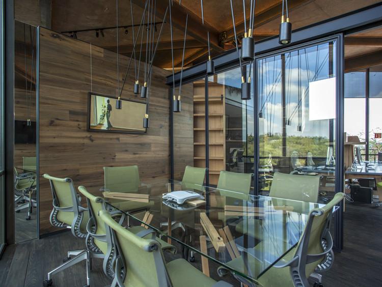 Oficinas cm2 taller leticia serrano archdaily m xico for Diseno de oficinas corporativas