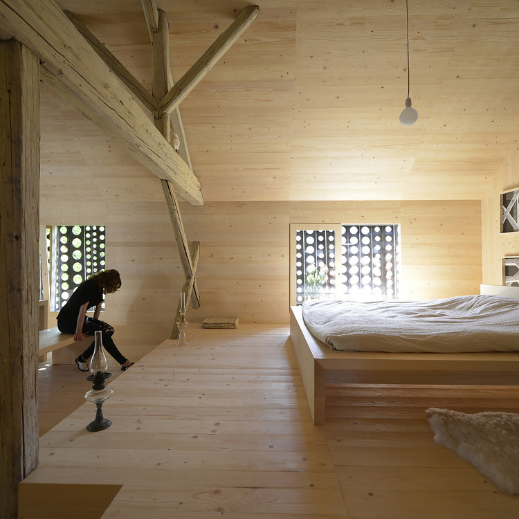 Alpine barn apartment ofis architects archdaily for Barn with loft apartment