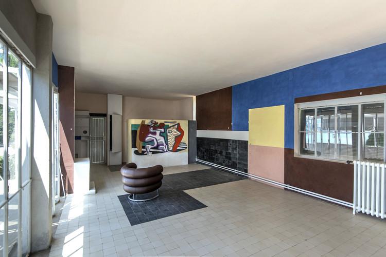Villa E-1027 - La sala principal y la pared policromática que fue descubierta durante la renovación. Imagen © Tim Benton – FLC/ADAGP