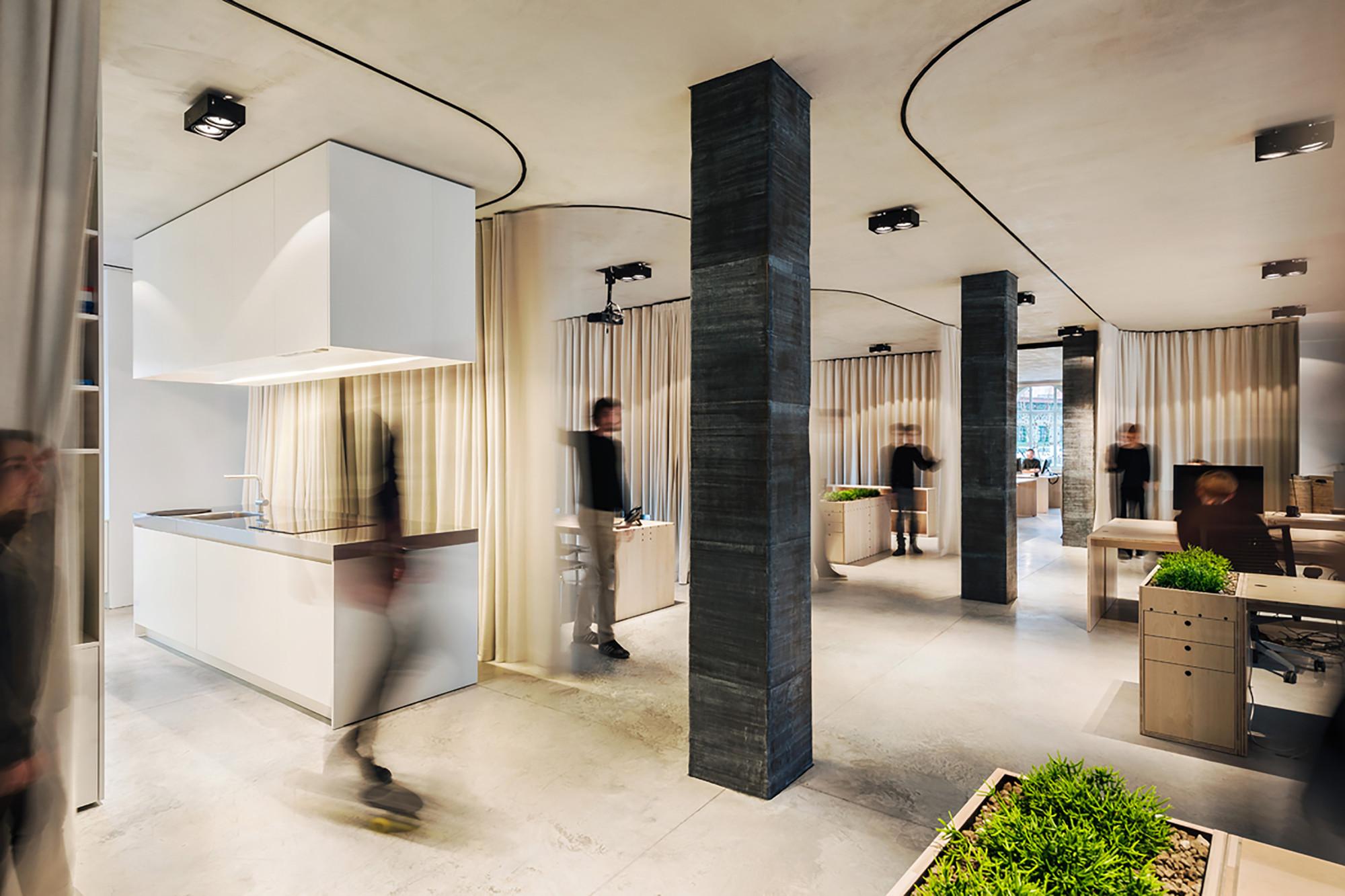 Oficina (sin) cortina / dekleva gregoric architects, © Janez Marolt