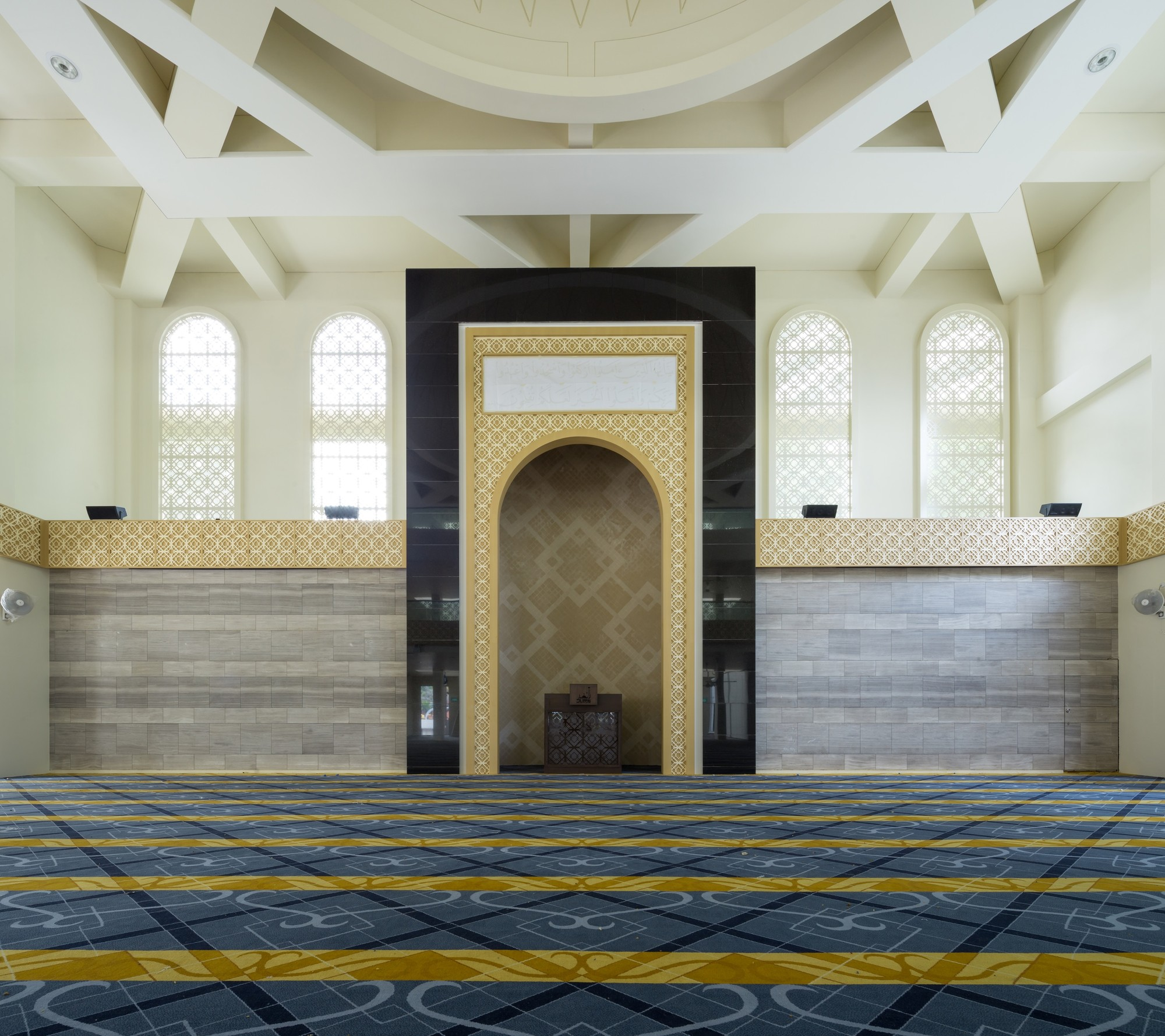 Al ansar mosque ong ong pte ltd archdaily for Plaza interior designs ltd