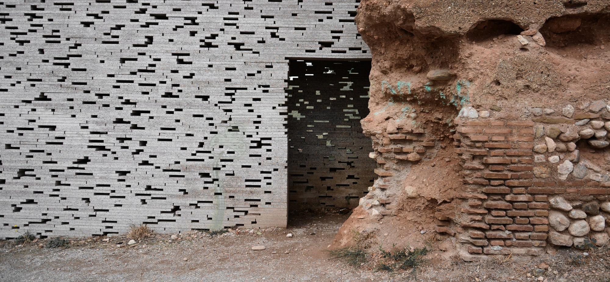 Muralla Nazarí en el Alto Albaicín. Image © David Arredondo y Alberto García