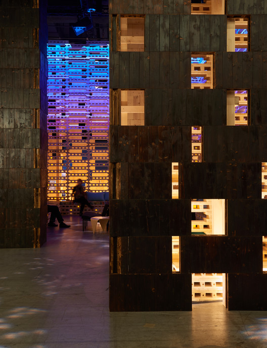 "Olson Kundig's ""Outpost Basel"" Lounge Opens at Design Miami/Basel, © Kevin Scott"