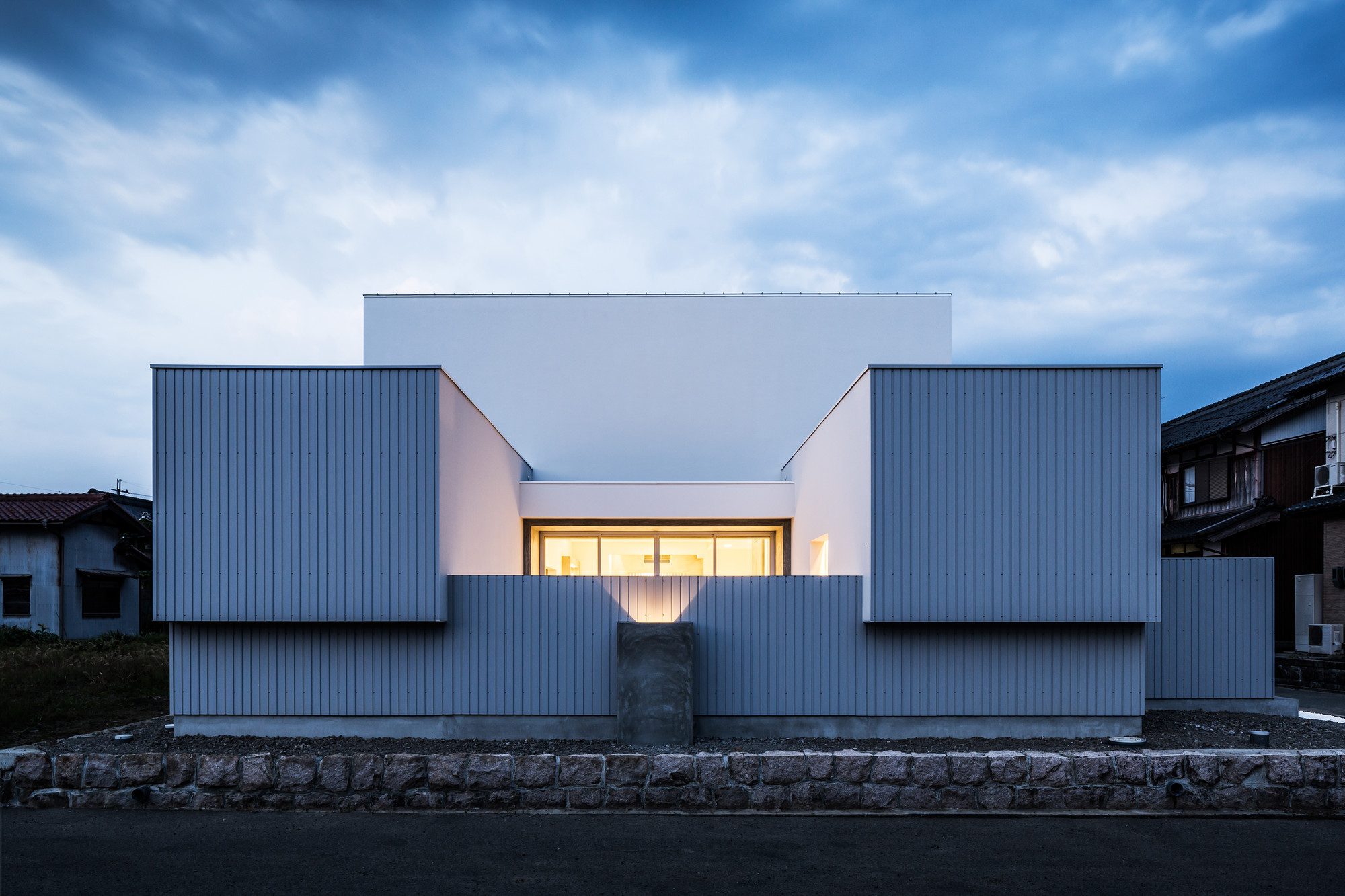 Gallery of courtyard house form kouichi kimura for Form architecture