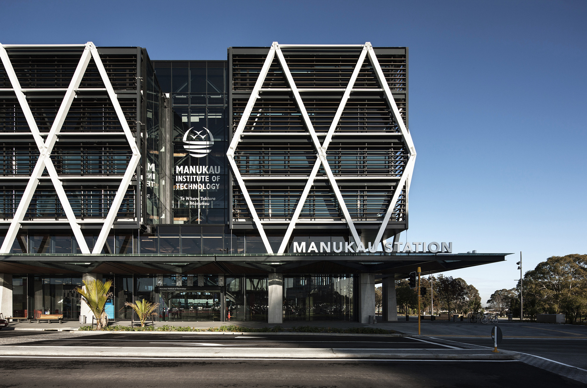 MIT Manukau & Transport Interchange / Warren and Mahoney, © Simon Devitt