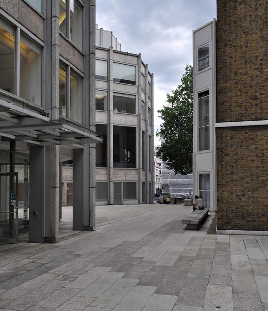 The Economist Building. Image © Flickr user seier+seier