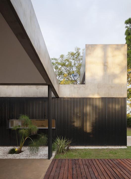 Casa en el Pinar  / Nicolas Bechis, © Federico Cairoli