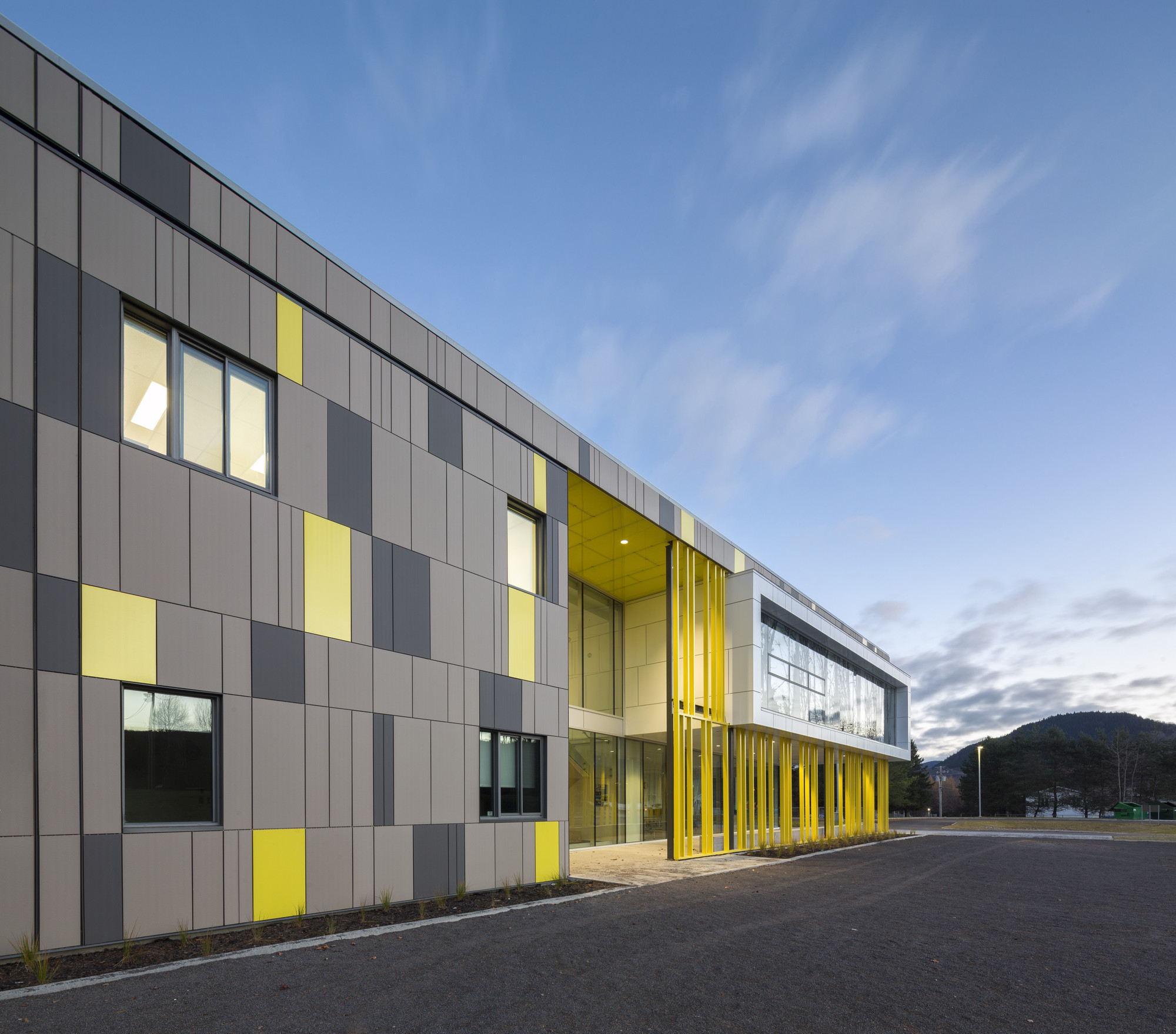 Harfang des neiges primary school ccm2 architectes for School building design