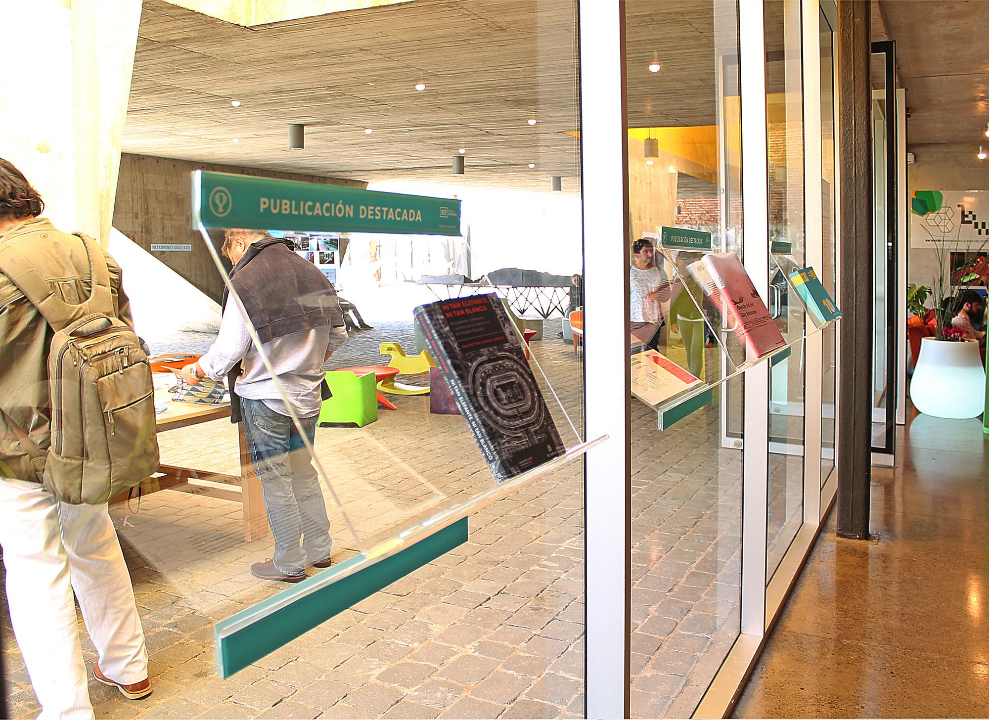 Muestra de publicaciones en XIX Bienal de Arquitectura y Urbanismo. Image Cortesia de paulamonroy