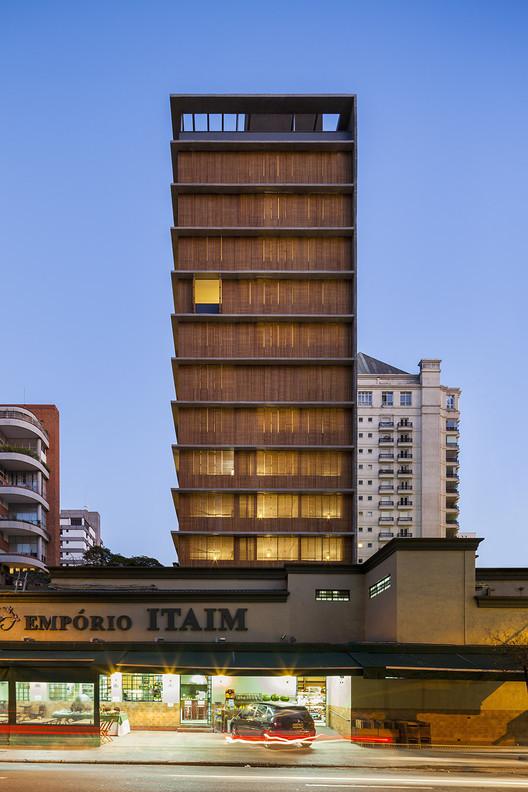 Vitacon Itaim Building / Studio MK27 - Marcio Kogan + Carolina Castroviejo. Imagen © Pedro Vannucchi