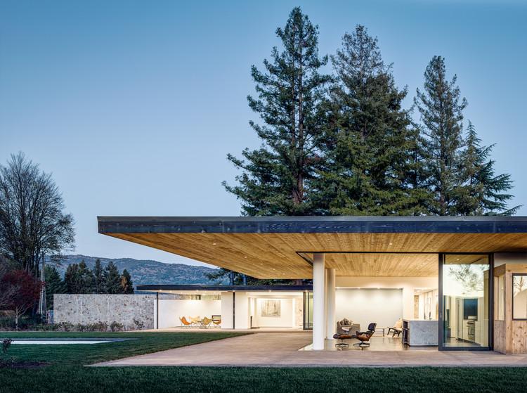 Casa emplazada en el valle / Jørgensen Design, © Joe Fletcher Photography