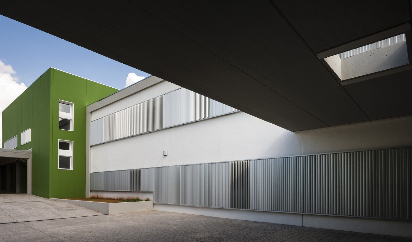 """Centro de educación primaria """"Los Cercadillos"""" / ae³arquitectura"""