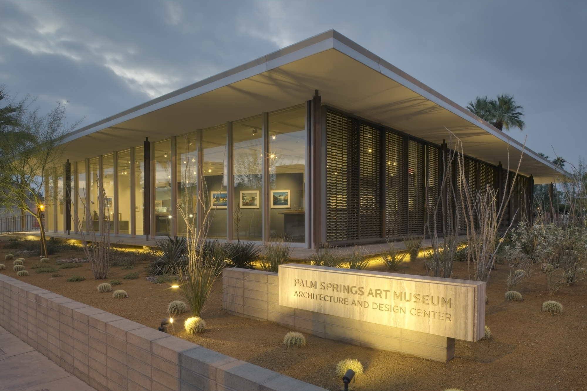 Palm Springs Art Museum Architecture and Design Center, Edward Harris Pavilion. Image © David Glomb