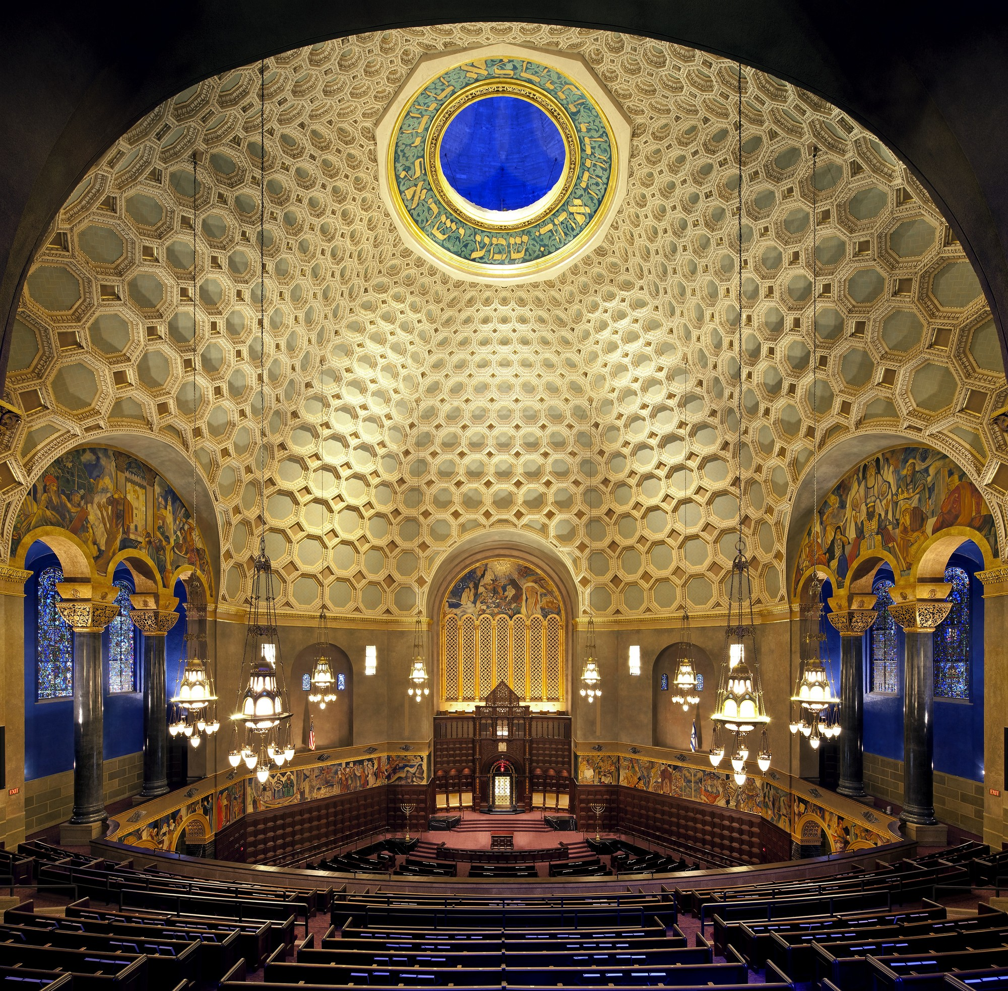 Wilshire Boulevard Temple. Image Courtesy of Levin & Associates Architecture
