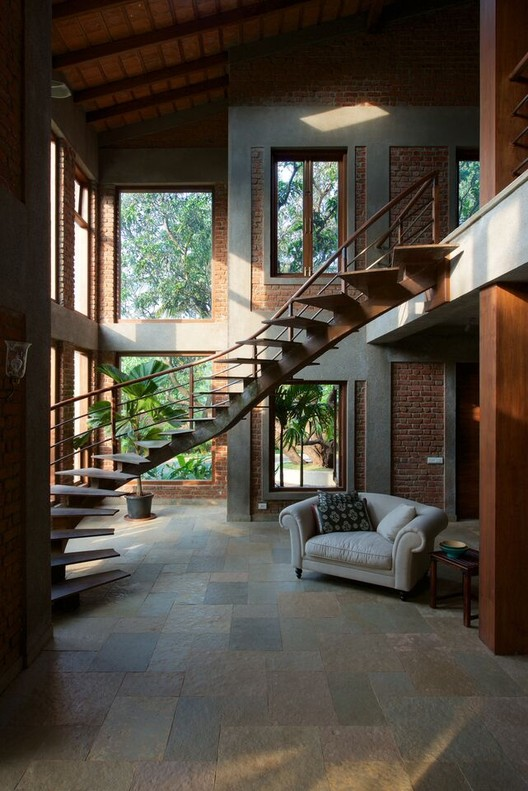 The Mango House; Alibaug / Puran Kumar Architects. Imagen cortesía de INSIDE