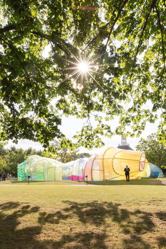Serpentine Pavilion 2015 proyectado por SelgasCano. Imagen © Laurian Ghinitoiu