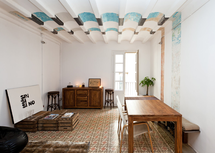 Rehabilitación de 9 pisos en el barrio gótico de Barcelona / EMBT. Imagen © Marcela Grassi