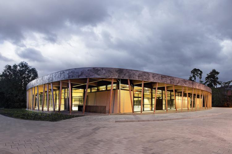 Centro Deportivo en Schuldorf Bergstrasse / Loewer + Partner Architekten, © Ralf Heidenreich