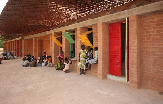 Kéré Architecture (Burkina Faso): Gando Secondary School, 2013 Foto: Erik-Jan Ouwerkerk