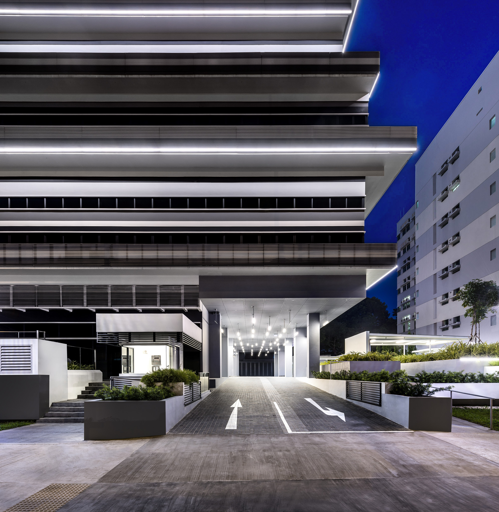 Gallery of 100PP Office Building / Ministry of Design