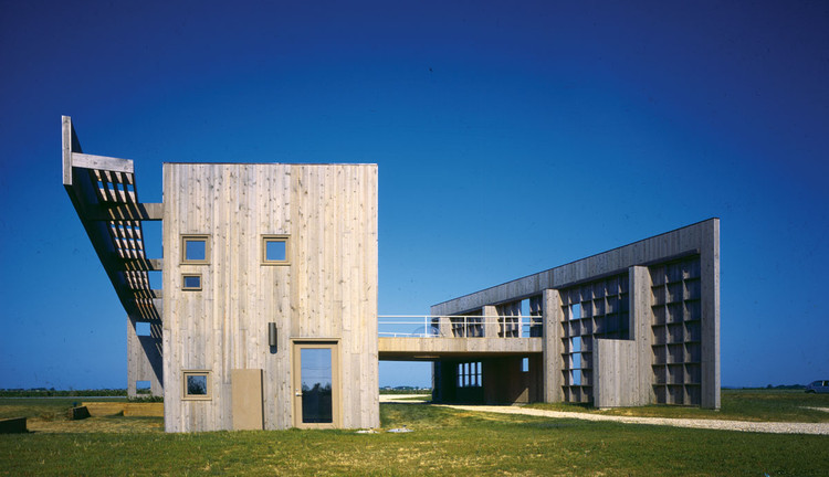 Tarlo House, Sagaponack, NY, 1979 by Tod Williams Associates (EV 1982). Image © Norman McGrath. Courtesy Tod Williams Billie Tsien Architects