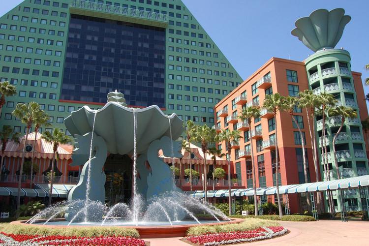 Dolphin Resort en Walt Disney World. Imagen © James Cornetet - critiquethis.us