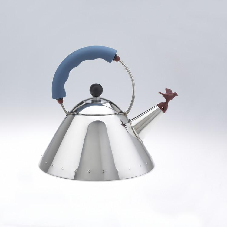 Alessi Tea Kettle. Imagen cortesía de Michael Graves Design Group
