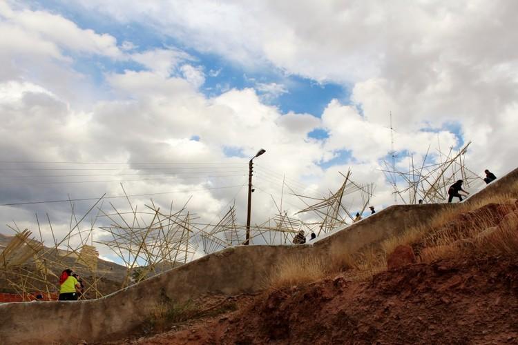 """""""Uraycamuy"""": la conversión de un espacio abandonado en un área de juegos en los cerros de Camargo, Bolivia, © Uraycamuy"""