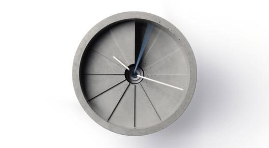 Relógio de parede em concreto com 4 dimensões / 22 Design Studio